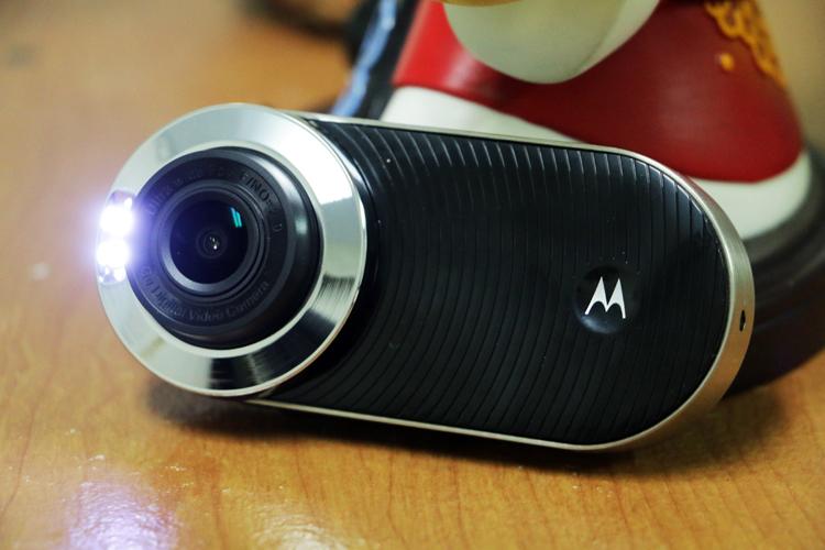 MDC100標配LED補光燈,如果在夜間碰到事故,可以直接補光拍攝。