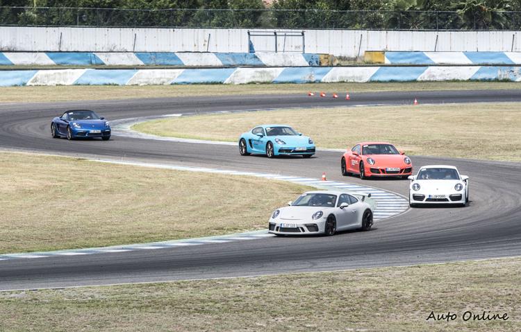 場上多是幾百匹馬力的頂尖跑車,對於駕駛技術仍有一定水準的要求。
