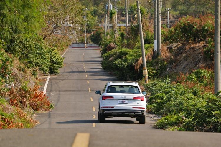 Audi為Q5挹注的科技意象,讓此車由內而外的動感再進化,更能滿足現代消費者對於家庭休旅車與戶外休閒的要求。