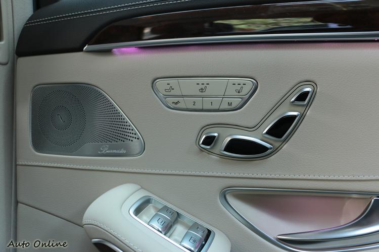 老闆席坐椅增加了小腿支撐的調整,也有兩組記憶與快捷按鈕,以及冷暖座椅溫度控制。