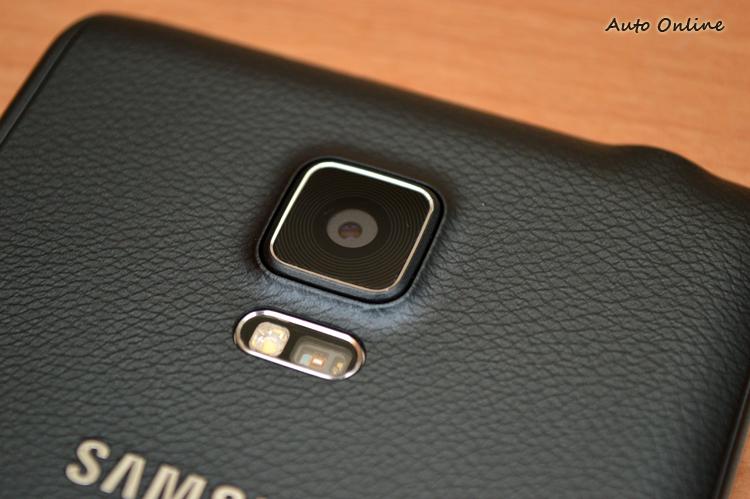 Note Edge主相機採用1600萬畫素鏡頭,並且具有智慧型OIS防手震系統,閃燈則使用暖色的配置。