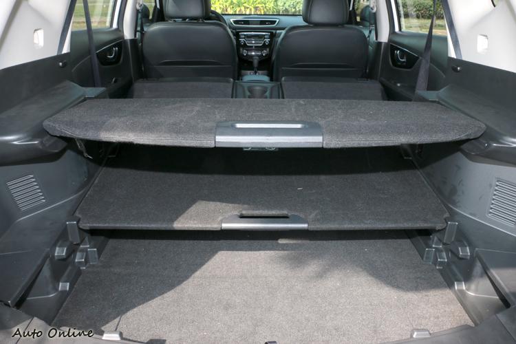 內裝空間有車廠的小巧思,像是行李廂底板能有27種置物變化。