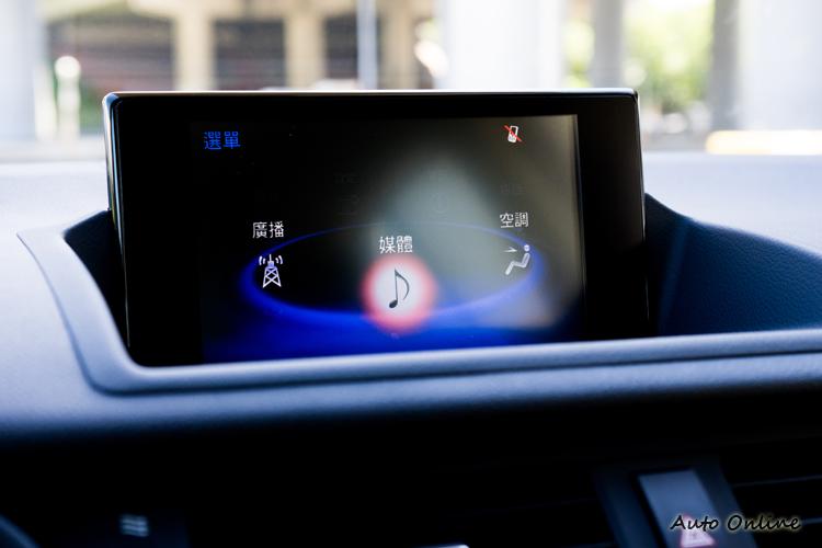 中控台螢幕尺寸由原本的7吋提升至10.3吋。