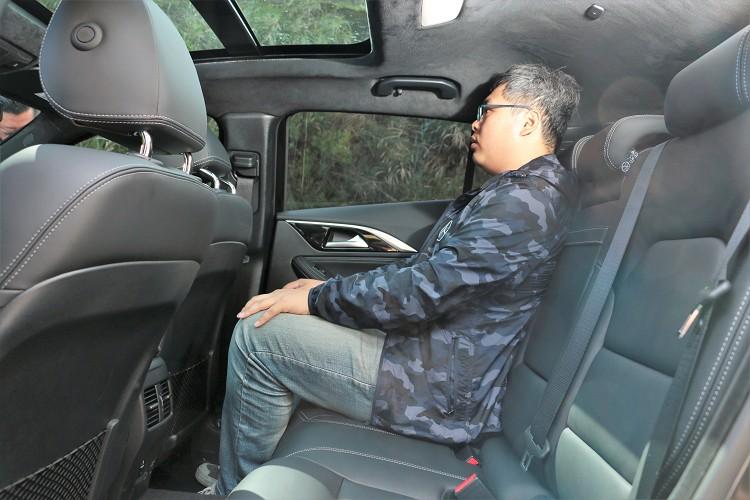 後左椅背偏直對於乘坐舒適性有不小影響。