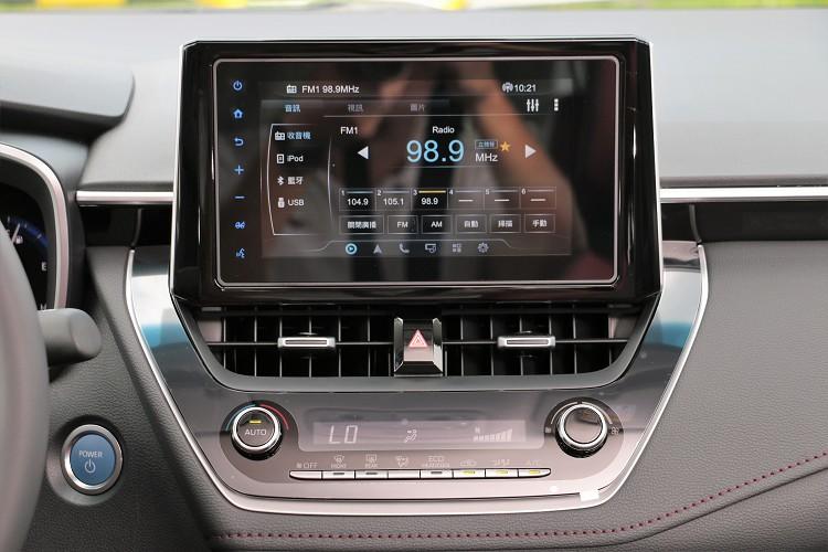 中控台有8吋Drive+ Connect音響主機。