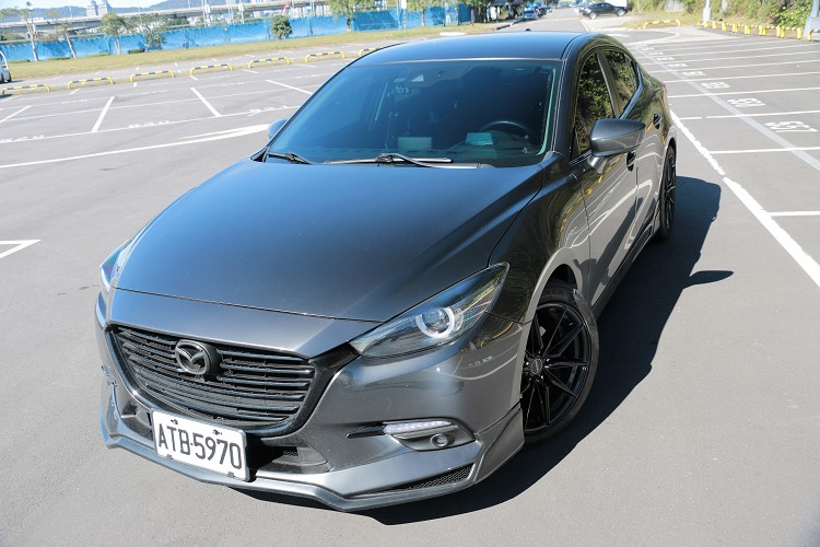 Mazda 3原廠搭配2.0升直列四缸,最大馬力165ps / 6000rpm與最大扭力21.4kg-m/ 4000rpm,算是一輛有衝勁的日系轎車。