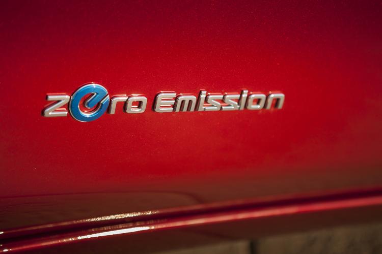 電動車在外觀上通常都有相關的標誌銘牌以利辨認。