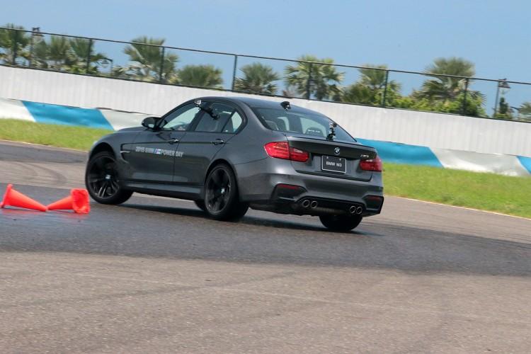 BMW M Power車系為了增加駕駛樂趣,多增加MDM模式,DCS系統會較晚介入。