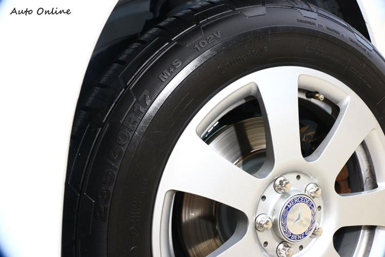 輪胎胎邊都會有規格、荷重、年份等標記,學會如何判讀,你也能成為輪胎達人。