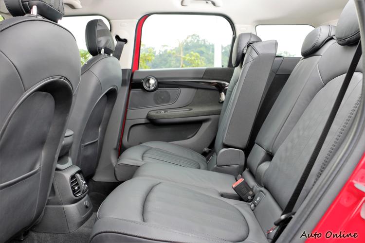 後座搭配可依60:40比例前後滑移13公分的調整,帶來舒適自由的乘坐感受。