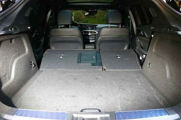 行李廂容量有430公升容積,還提供6/4分離傾倒椅背,小型運動休旅也能有大大置物空間。