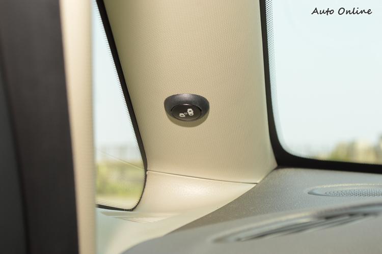 好用的盲點偵測系統透過蜂鳴聲提醒駕駛者,警示效果相當不錯。