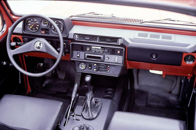 進入民用市場的W460,空調與收音機等配備一應俱全,全手工方式量產更確保品質無虞。