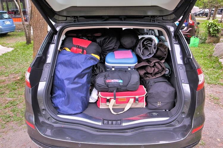 Mondeo Wagon的後行李廂對於兩大一小的家庭真的很夠用。