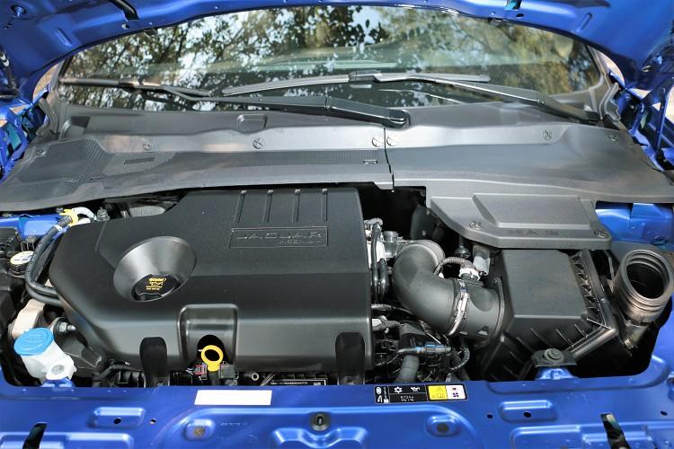 動力心臟是一具2.0升四缸渦輪增壓發動機,最大馬力從原本可發揮180匹下降至150匹,最大扭力從43.9kgm調至38.7kgm。