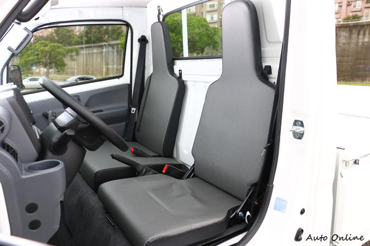 駕駛座可前後滑移105mm,適合每種身形的駕駛姿勢。
