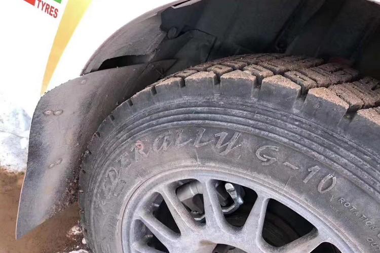G-10與G-11是設計用於草地與砂石路面,較深與破碎胎紋能快速的排掉卡在輪胎縫中泥土、石頭,超級硬的胎壁,能吸收比賽時騰空落地的力量,也能預防石頭碰撞造成胎壁破裂。