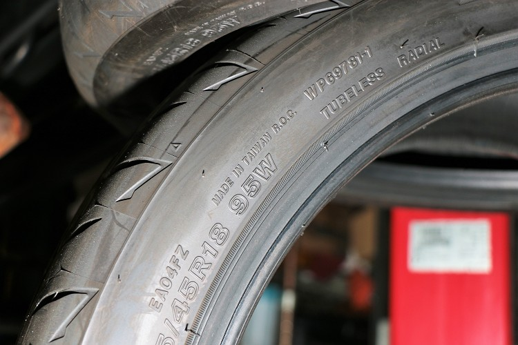 我們所測試的RE004輪胎是來自台灣Made in Taiwan。