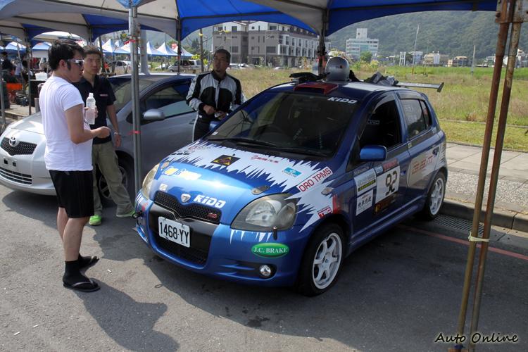 右駕版的小鴨鴨是一群好朋友合資為台灣賽事引進的比賽車。