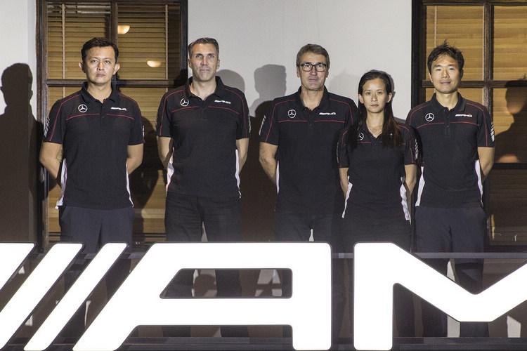 原廠教練團大多能直接以中文和學員交談,其中來自澳門的李靜雯(Diana Rosario),是亞洲首位完成AMG GT3高級駕訓檢定的女性,過去在方程式和GT賽都有不錯的成績,駕駛風格強悍而果斷,擅於利用車輛優勢。