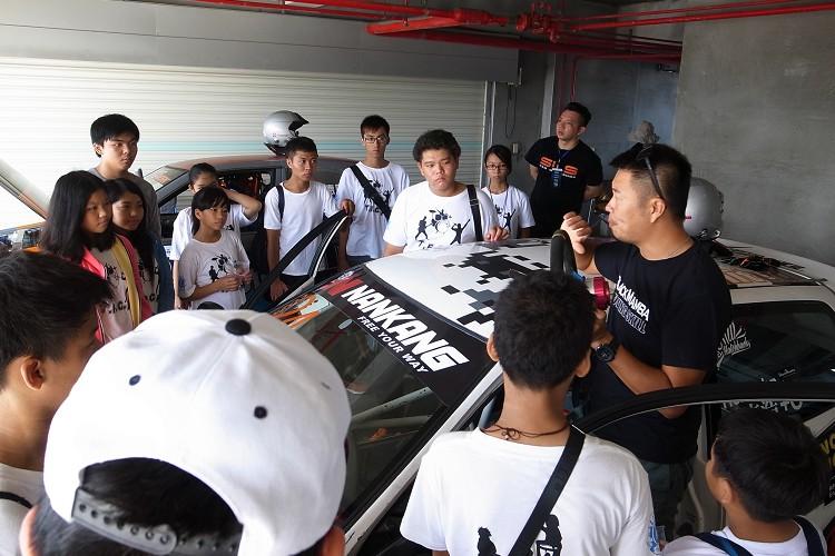 賽車算是一項運動,從小的培養與認識才能造就出一位優秀的賽車手。