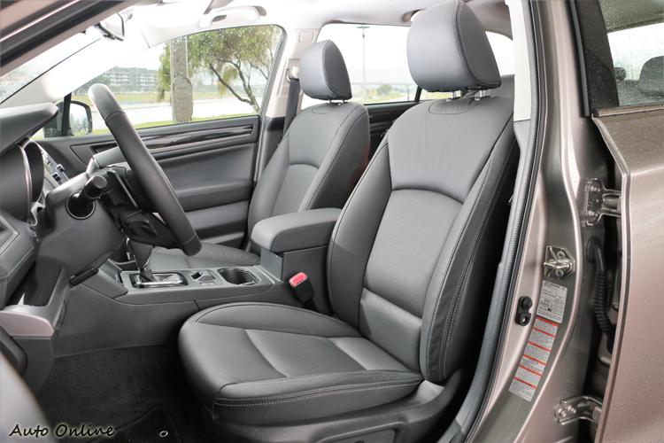 偏向舒適的雙前座椅,可快速的調整到適合自己的駕駛姿勢。