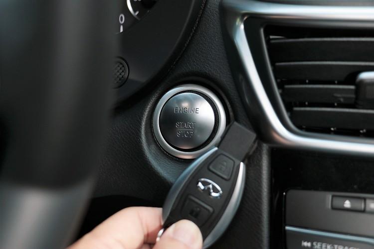 有質感的引擎啟動按鈕,鑰匙有沒有似曾相似的感覺。