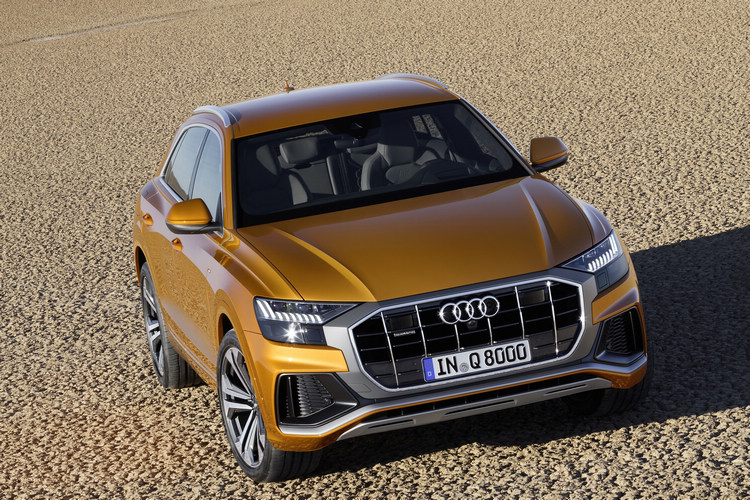 Audi Q8支援四輪轉向的功能,後輪最多能夠調整5度,藉此改善低速行駛的靈活性和高速行駛的穩定性。