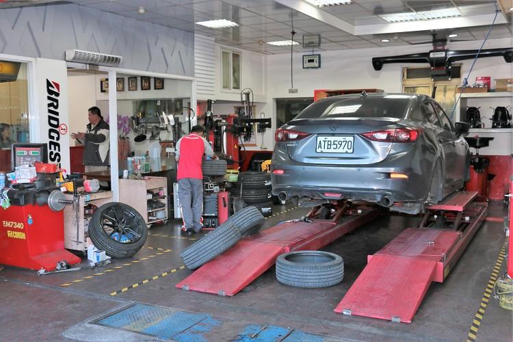 這次施工的店家為普利司通三重的協助輪胎館,齊全的機台能準確又快速地為客人服務。