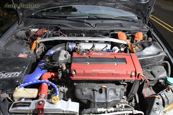 動力部分換裝B18C紅頭引擎,馬力初估200hp左右。