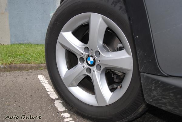 18吋255/55R18輪胎尺寸。