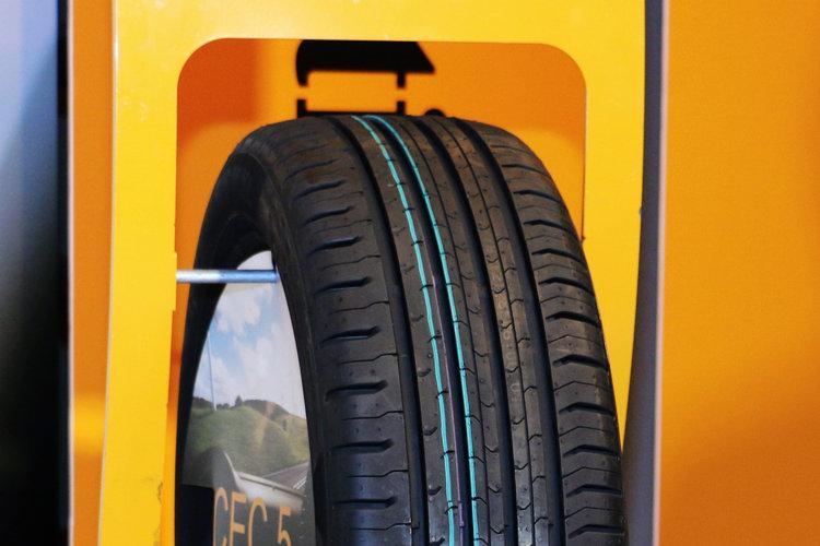 CEC5將採進口方式銷售,而且全來自歐洲,譬如現場所見的輪胎產地為捷克共和國。
