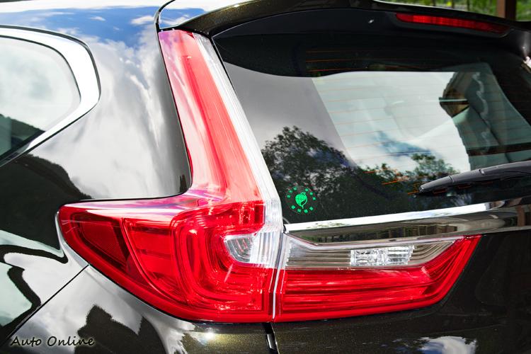 LED尾燈涵蓋了側邊與車尾相當大的面積。