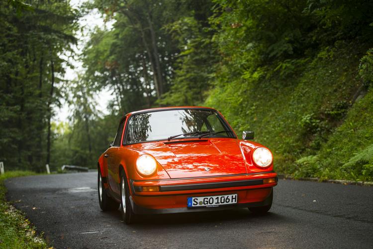 早年的Porsche對於車手的駕控技術要求相當高,在幾乎沒有什麼駕駛輔助設計的前提下,即使極限很高,但容錯空間卻相當小。