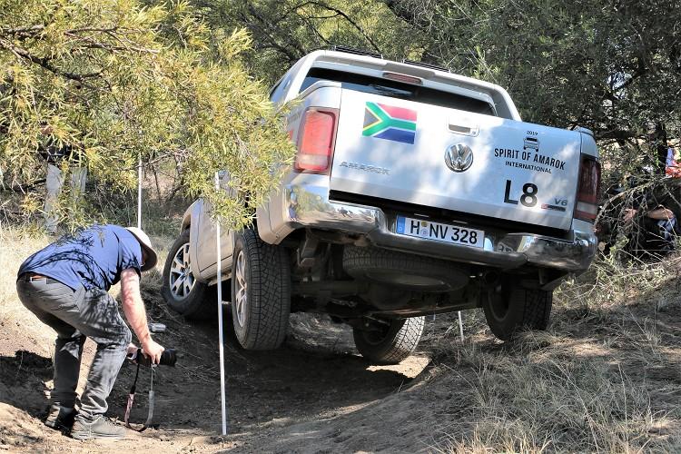 強壯的車體結構才有辦法在這種環境下行駛也不會傷及車輛。