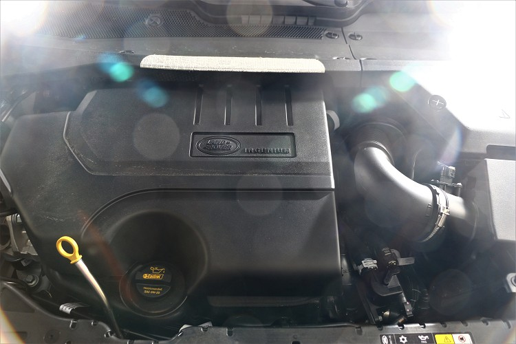 48V系統以外搭配一具Ingenium 2.0升四缸渦輪增壓引擎,最大馬力有249ps/5500rpm與37.5kgm/4500rpm最大扭力。