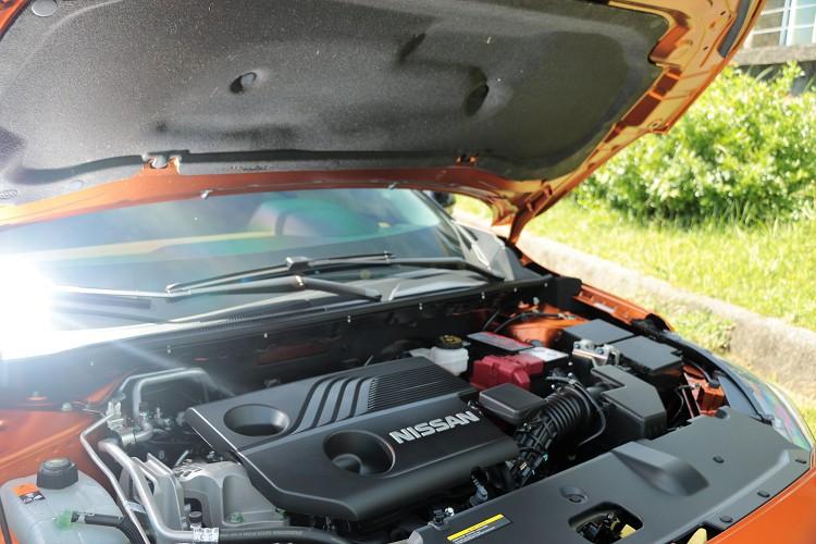 換上全新第三代HR16 K2鋁合金1.6升四缸自然進氣引擎,引擎蓋裡面有隔熱、隔音棉提升質感。