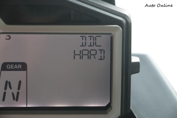 過去在HP4才有的DDC(Dynamic Damper Control)動態阻尼調整這次下放到S 1000R上,此等好物豈能錯過啊!