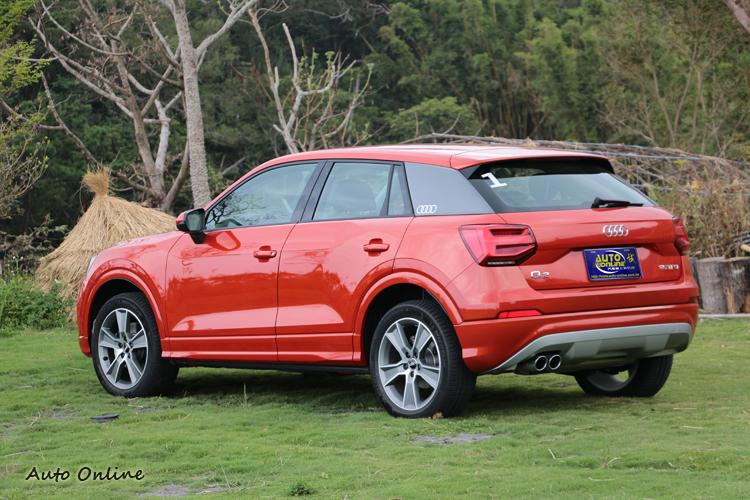 短截緊緻的車身,兼具小車外型、休旅車性能和跨界車機能。