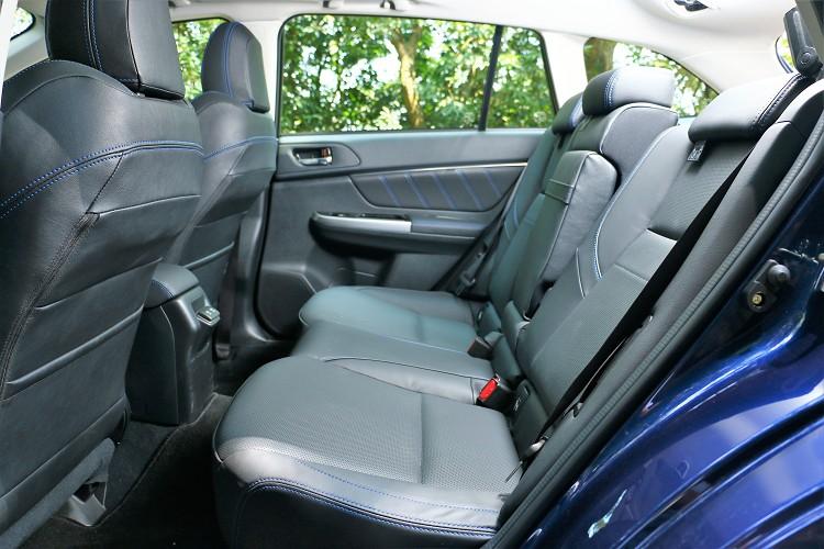 後座空間還算寬敞,椅背可做適度的角度調整。