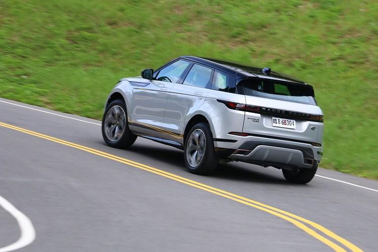 第二代Evoque算是台灣首款導入使用48V系統的Land Rover車款,利用輕油電在起步與滑行上降低油耗。