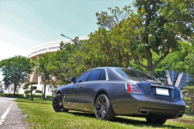 Rolls-Royce就像是那幅名畫,無法與你手上高檔的3C產品相提並論,畢竟兩者的出發點就不在同一條直線上。
