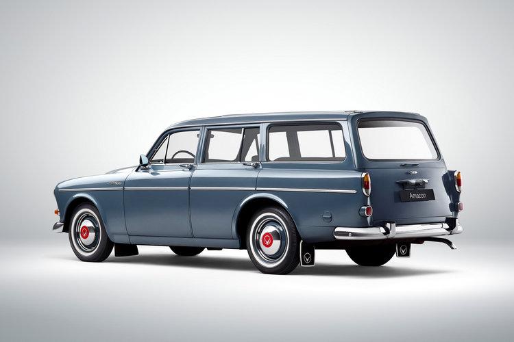 後期的Amazon車系加入旅行版(221),使得產品編成更完整。注意看這款車已經開始裝上前期房車款所沒有的車外後視鏡,尾廂門也取自美國車的靈感,採用上下對開式設計。