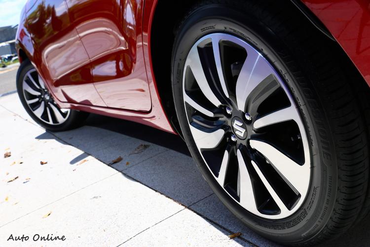 16吋規格鋁圈,寬度卻只有185而已。