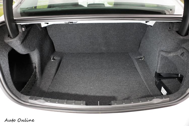 行李廂容積達到480L,座椅傾倒後能得到更大置物容積但此功能要選配。