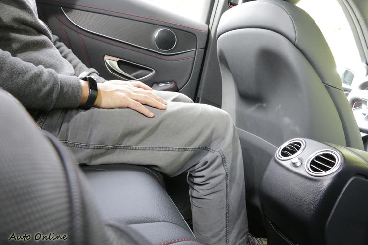高性能SUV對於乘客的禮遇絲毫未減,仍然是很適合作為全家出遊使用。