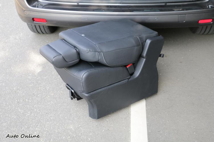 單座椅重量17公斤,完成拆裝一個人沒有問題。