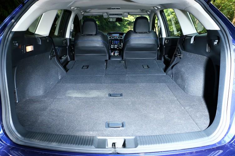 後座為4/2/4的椅背傾倒收折設計,更為車主的空間運用與置物便利性。
