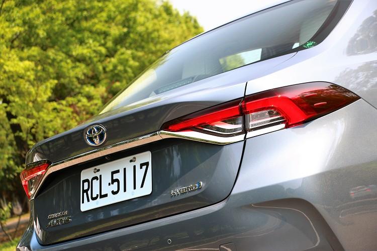 高規車型尾燈採全LED光源,更顯歐系豪華車科技感。