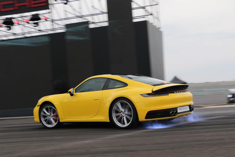 全新911車系擁有更強悍的動力、更令人熱血沸騰的操駕表現,同時具備更出色的動力效能。